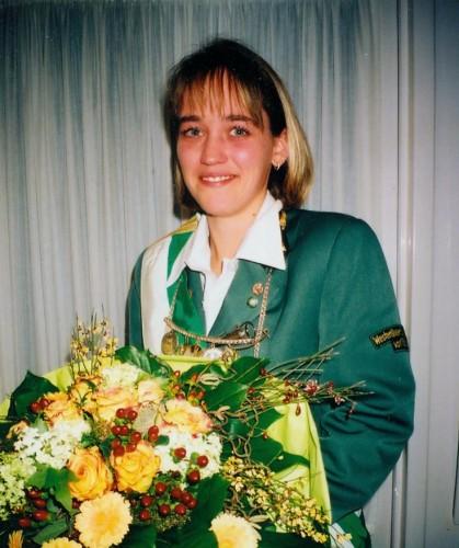 2002 - Nicole Dziczenski